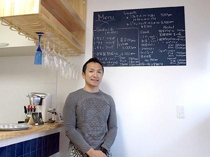 カフェのマスター尾崎さん